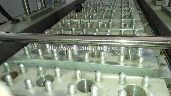 Inject-nitrogen-of-linear-type-coffee-capsule-filling-sealing-machine